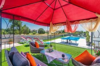 Modern 3 bedroom villa with pool / Francesca